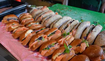 Gezellig brood eten in Friesland